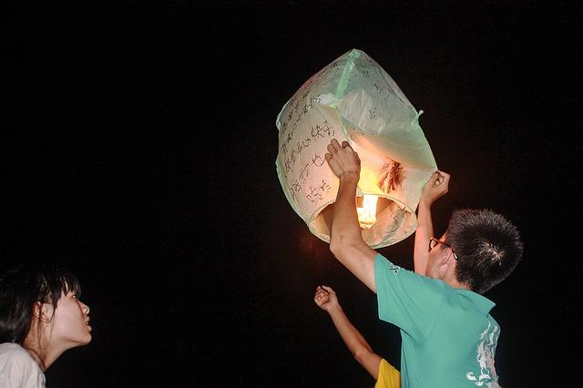 lanterns-1493095_640
